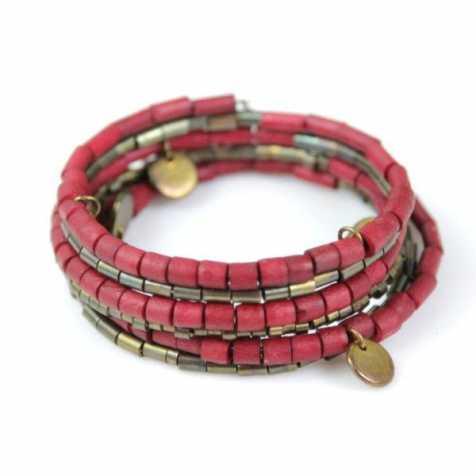 Bracelet spirale en perles de coco colorées rouges