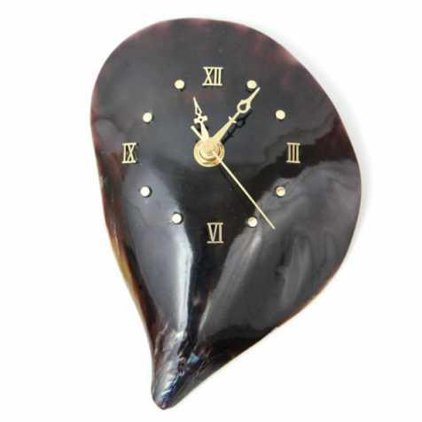 Pendule fabriquée dans un coquillage pinna nobilis
